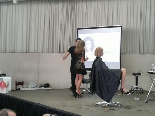 A emoção que envolve um show de cabelo.