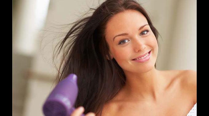 Liso chapado: veja cinco dicas de cabeleireiros para uma escova perfeita