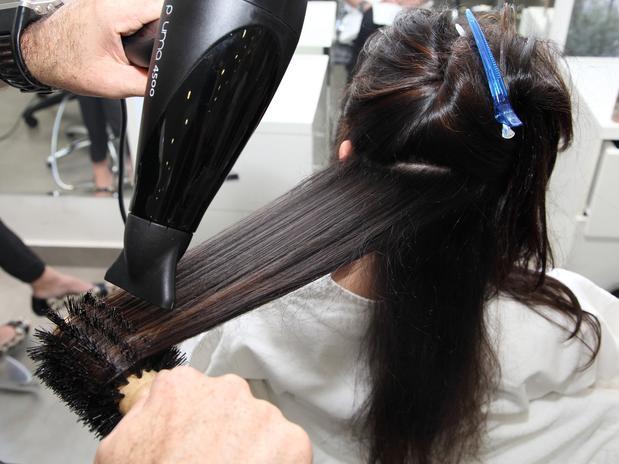Liso chapado: veja cinco dicas de cabeleireiro para uma escova perfeita.