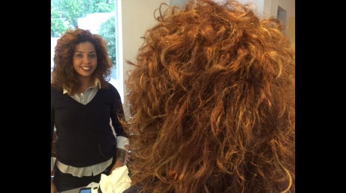 Sandro Cassolari dá dicas de corte para cabelos cacheados.