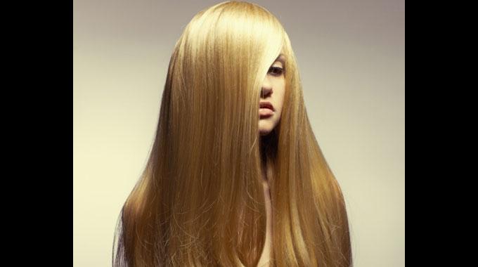 Sandro Cassolari ensina como dar volume aos cabelos finos