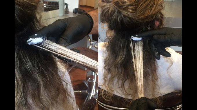 Técnica de clarear os cabelos com a ponta do dedo.
