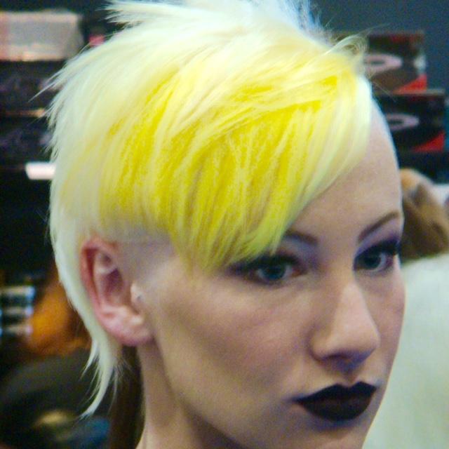 A moda dos cabelos coloridos