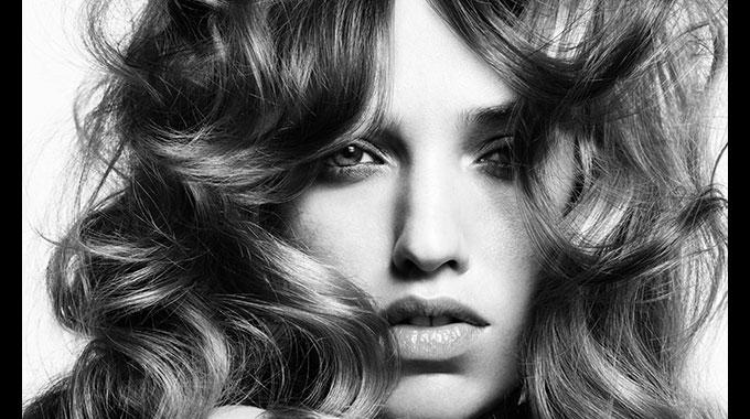 Anote aí: dicas simples e eficientes para dar volume aos cabelos finos